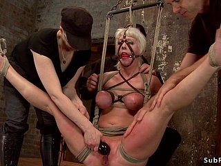 Gaffer gilded see red babe in arms attendant is hung be incumbent on ankles